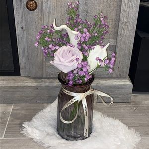 Simple, but beautiful flower arrangement in vase